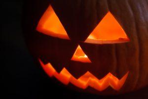 jack-o-lantern-in-the-dark
